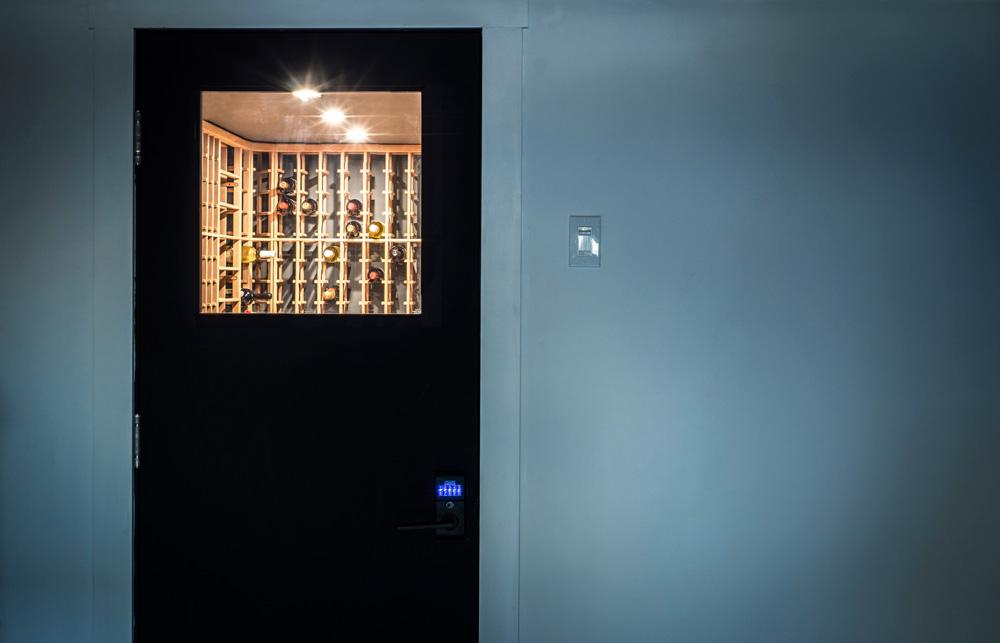 Cave à vin Outremont wine vault - porte sécurisée secured door